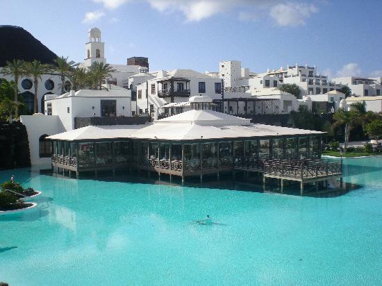 Hotel THe Volcan Lanzarote: foto piscina e ristorante principale