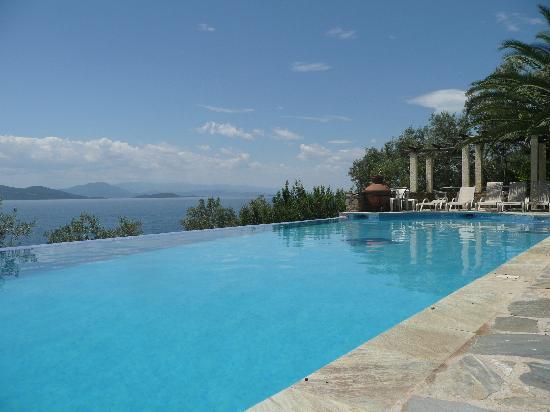 Pounda Paou: Swimming pool