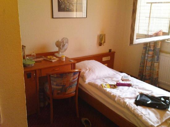 Mondial: My room