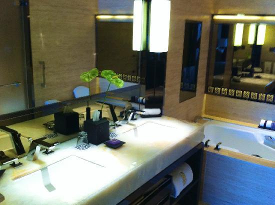 The Ritz-Carlton, Hong Kong: Badezimmer