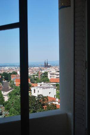 Hotel Radio : View of Clermont Ferrand from Room18 daytime