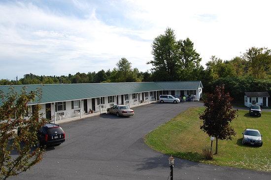 Rock Ledge Motel : 14 traditional motel units