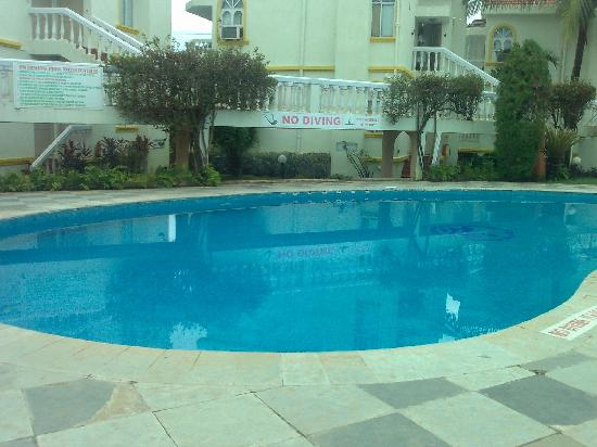 Whispering Palms Beach Resort: Swimming pool