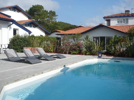 Hotel Villa Goxoa : La piscine