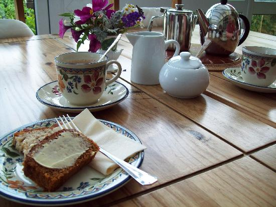 Arden House Bed & Breakfast Bexhill: Tea tray upon arrival served in the conservatory