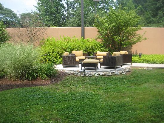 Courtyard by Marriott Philadelphia Langhorne: Backyard