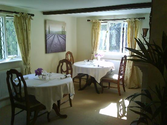 Weald Cottage: Pretty Guest Dining Room