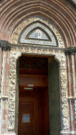 Mesina, Italia: Portal of 1518, Righthand Door, Duomo, Messina, Sicily, Italy