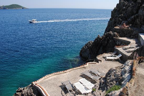 "Akrotiri Beach Hotel: the private ""beach"""