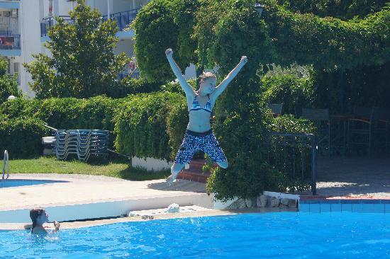 Hotel Makedonia: Swimming Pool Fun !