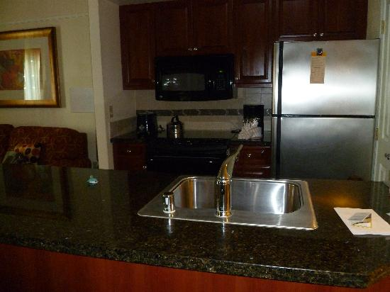 Hilton Grand Vacations at the Flamingo: Kitchen