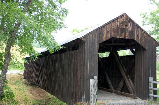 Locust Creek Bridge: Locust Creek covered bridge