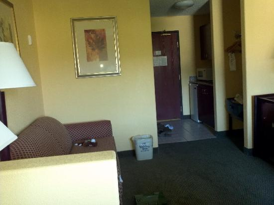 Holiday Inn Express & Suites Colorado Springs North: a 3' wall makes two rooms??
