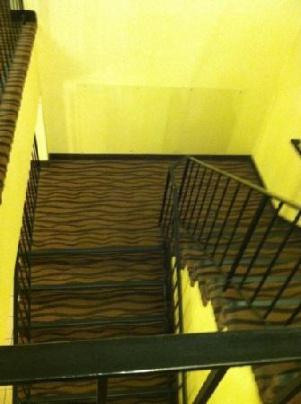 Econo Lodge Topeka: the daunting stairs.