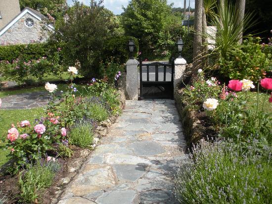 Glanmor Guest House: Garden