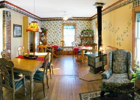 A La Cornemuse: Salle à manger rustique et conviviale
