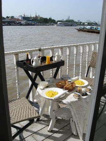 Ibrik Resort by the River: Breakfast over the Chao Praya River