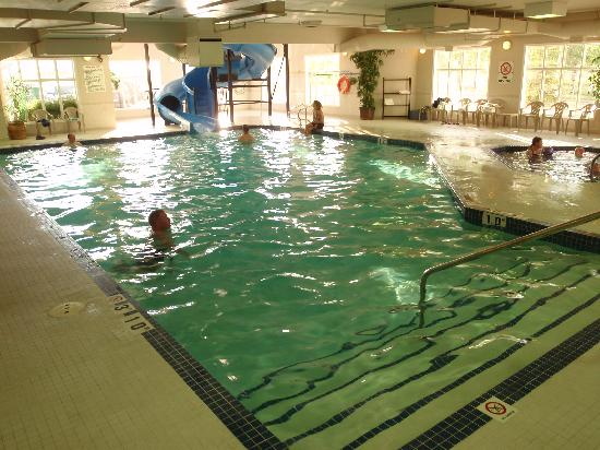 Holiday Inn Express Suites Airdrie : Pool is ample with a large safe entrance area