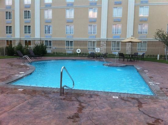Holiday Inn Richmond South-Bells Road: resort style pool. loved it!