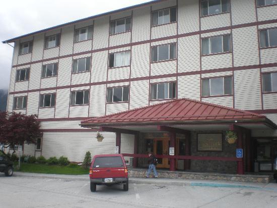 Westmark Sitka Hotel: Hotel Front Entrance