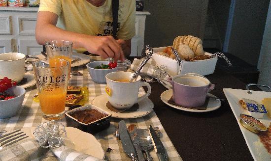 De Doeninghe Bed & Breakfast: 豐盛的早餐