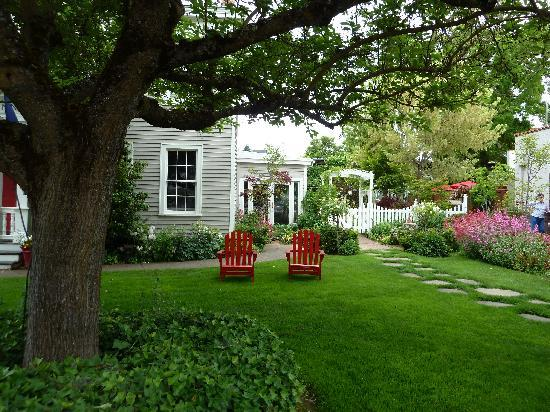 Country House Inns Jacksonville: Restful garden