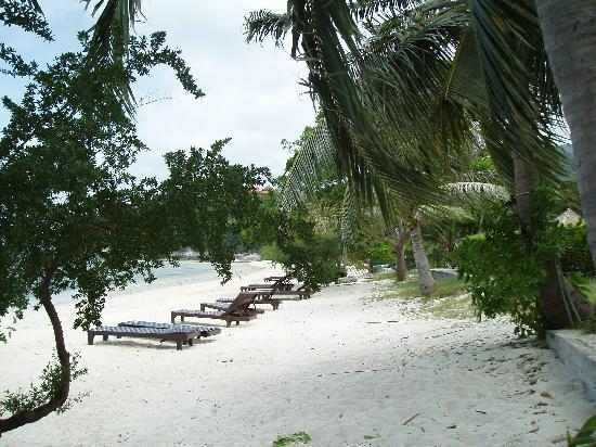 Sarikantang Resort & Spa: Beach-Right