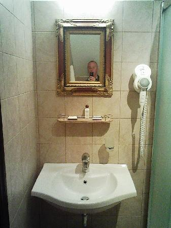 Hotel Justus: bathroom