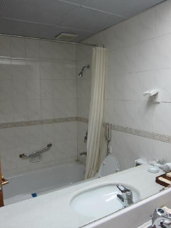 Tuha Petroleum Hotel Bathroom
