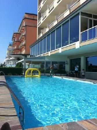 Hotel Benini: piscina