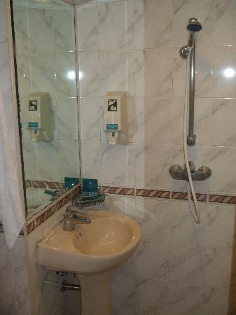 Hotel 81 - Orchid: Bathroom