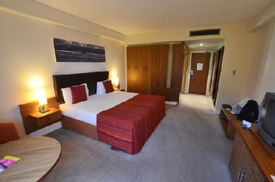 Manor West Hotel: 2nd floor room, rear facing