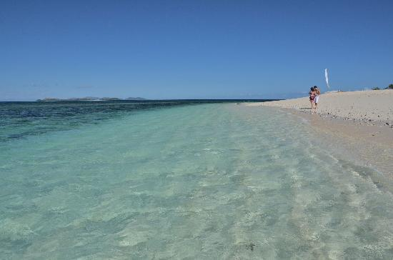 Matamanoa Island Resort: beautiful water and sand