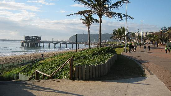 The Neuk Guest House: Beach front promenade close to Ushaka Marine World.