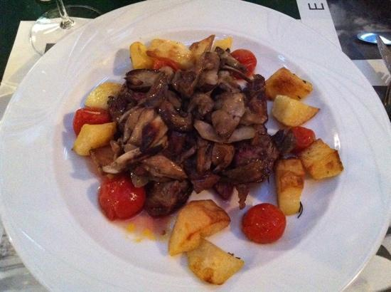 Faenza, Italia: holy cow (smothered in porcini)!