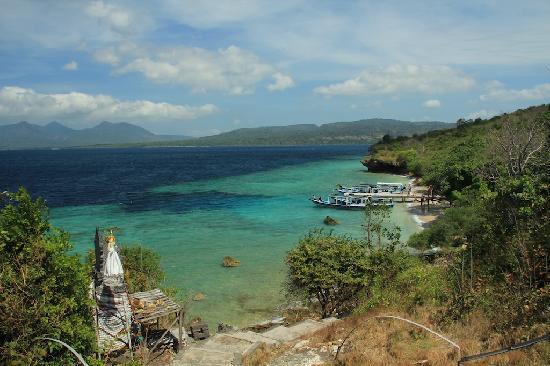 Kokak Dive Centre: Lunch on the little beach on the island