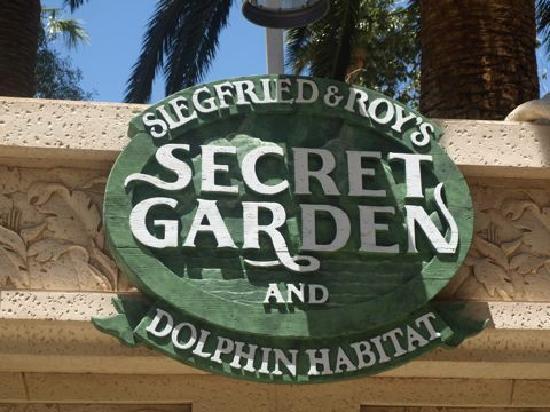 Siegfried & Roy's Secret Garden and Dolphin Habitat: Secret Garden - Mirage