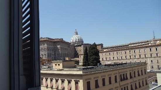 Residenza Risorgimento: You can see the basilica from your room