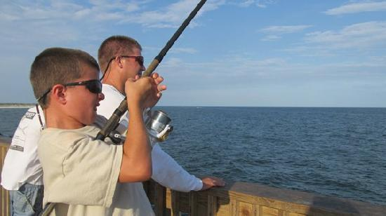 Gulf Shores, Αλαμπάμα: Fishing on Gulf State Park Pier, June 27, 2011