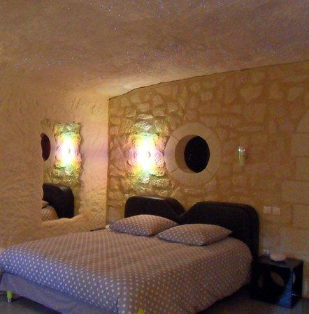 TrogloDelice : Chambre ETOILE-ciel étoilé au dessus du lit