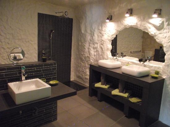 TrogloDelice: salle de bain troglodyte