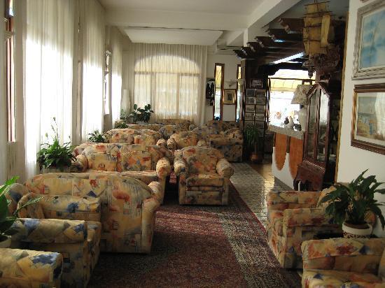 Hotel Paco: Aufenthaltsraum mit Bar