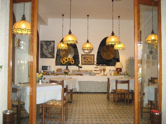 Hotel Paco: Blick von der Terasse auf das Frühstücksbuffet