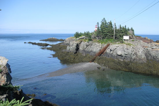 Campobello Island, แคนาดา: Getting ready for the tide to go out to cross to the lighthouse