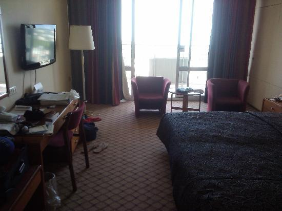 Dan Carmel Haifa: My room; taken from the door foyer or entrance way.