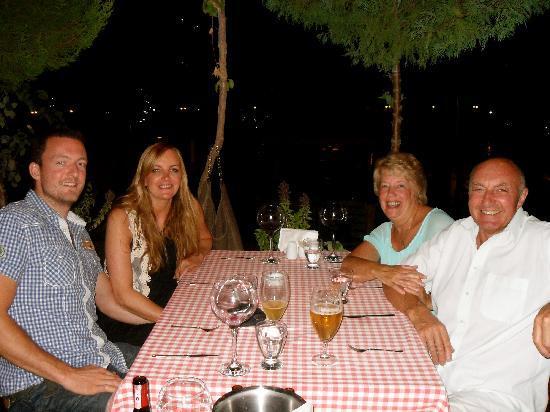 Sultan Garden Restaurant: Having lots of lovely food in The Sultan Garden