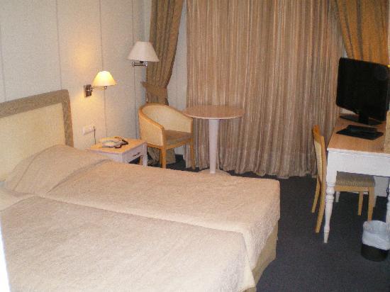 Best Western Hotel Fenix: Zimmer 323