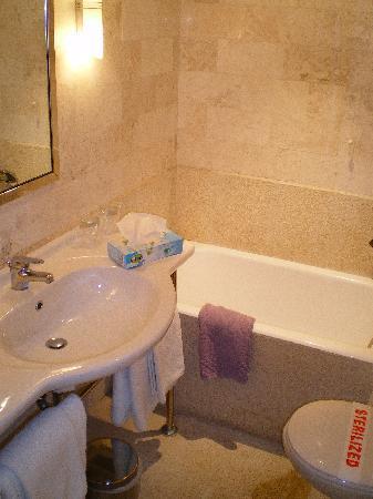 Best Western Hotel Fenix: Badezimmer