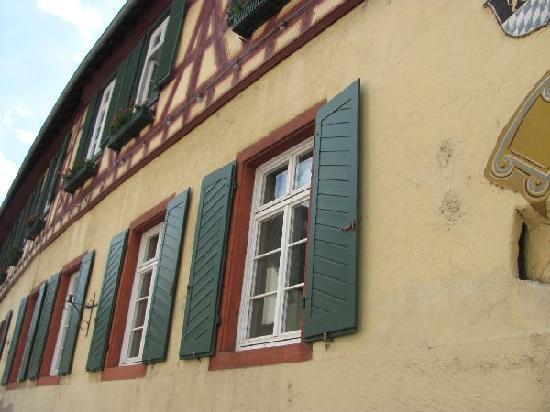 Former Town Hall (Alter Zollhof): detail windows