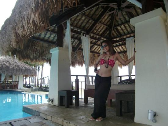 Crimson Resort and Spa, Mactan: Beach cabana with yet another lounge bed. This place is really meant for the lazy like me LOL
